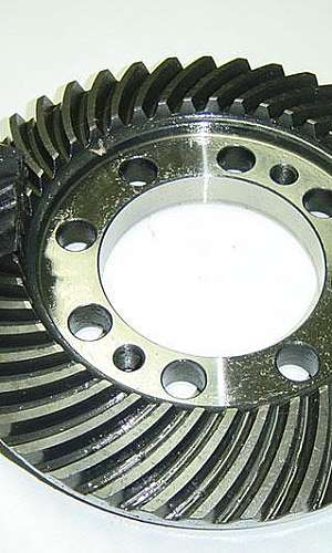 Engrenagem cônica com dentes em espiral