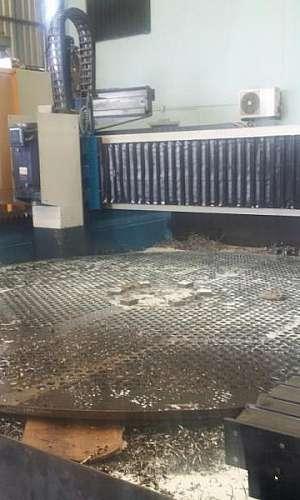 Fresadora CNC para espelho