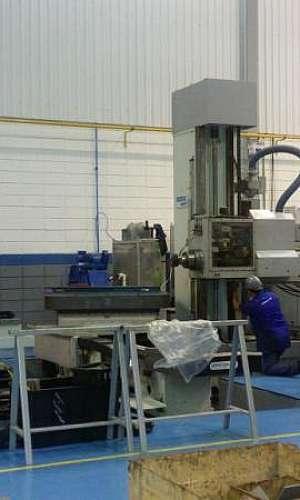 Manutenção de máquina de usinagem
