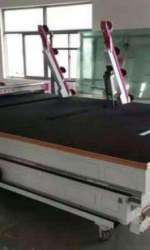 Mesa para corte de vidro