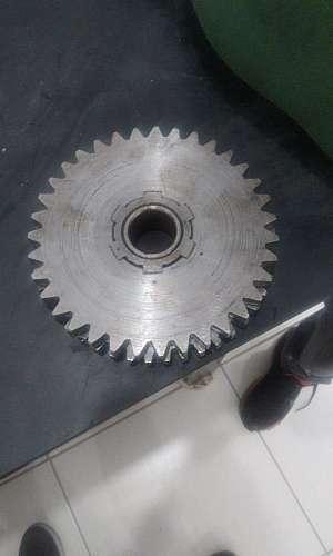 Usinagem de peças industriais